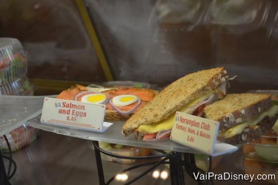 Alguns dos sanduíches diferentes no pavilhão da Noruega.