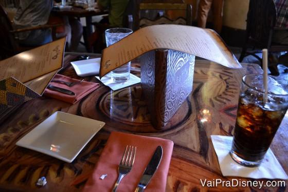 """O cardápio do Sanaa é do tipo """"ame ou odeie"""". Quem curte comida indiana adora, quem tem um paladar mais tradicional, já não curte tanto."""