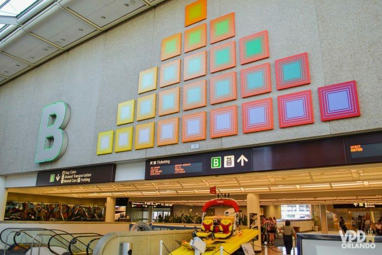 O processo de conexão é bem rápido nos aeroportos dos EUA! Foto do terminal B em Orlando