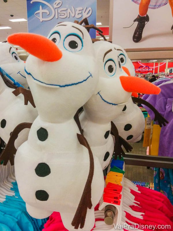 Mochila do Olaf na Target, toda bonitinha.