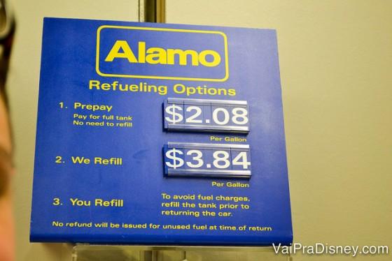 Gasolina na Alamo custando quase 4 dólares o galão, enquanto nos postos de Orlando você consegue abastecer por 1,70! No Disney Car Care Center eles até oferecem, mas não insistem.