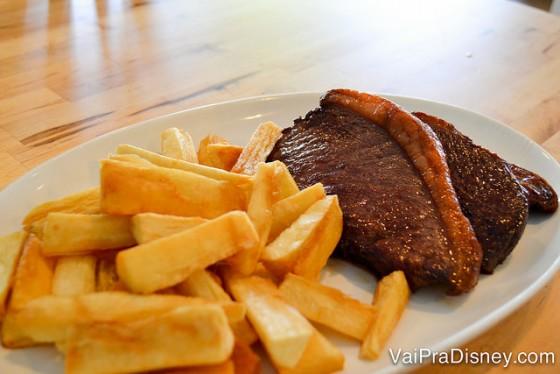 Da comida brasileira à americana: há opções boas e baratas para todos os gostos.