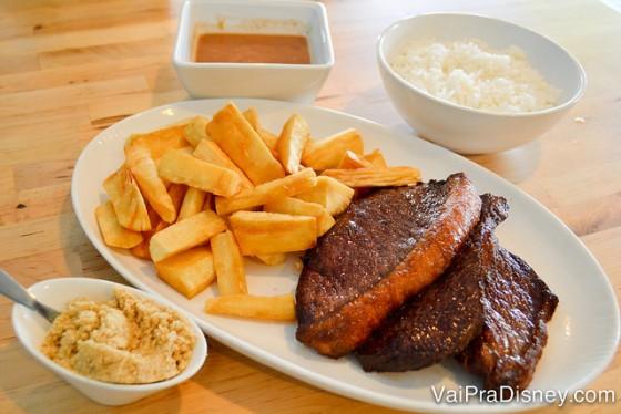 O Ana's Kitchen tem porções fartas e comidinha bem brasileira! É para não ter saudades de casa e ao mesmo tempo não precisar gastar demais!