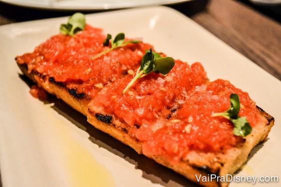 Pão com tomate, uma das tapas que pedimos.