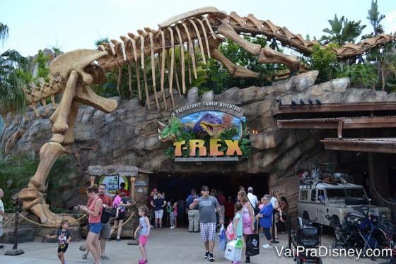 O T-Rex é super popular e na empolgação com os dinossauros, dá para comprar muita coisa na entrada/saída do restaurante.