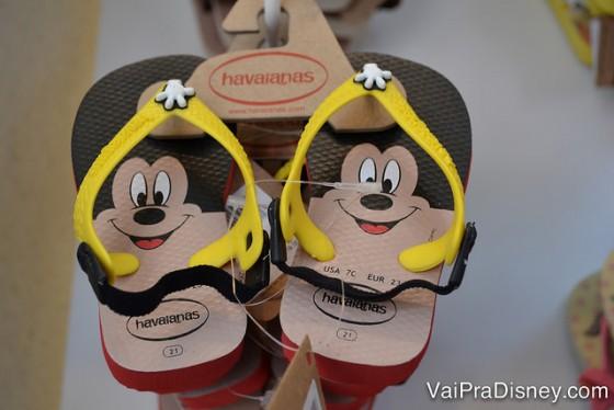 Owwwwn! Momento fofura para a havaianinha do Mickey!