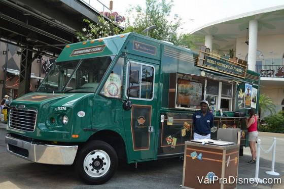 Cada food truck é inspirado em um parque, esse por exemplo tem influência do Epcot.
