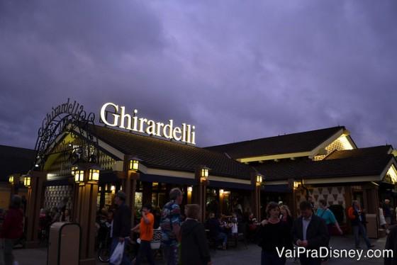 Além dos sorvetes, você também encontra chocolates Ghirardelli a venda no Disney Springs.