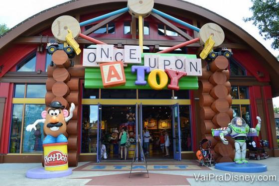 Uma loja clássica que permanece no Disney Springs é a Once Upon a Toy, um paraíso de brinquedos.
