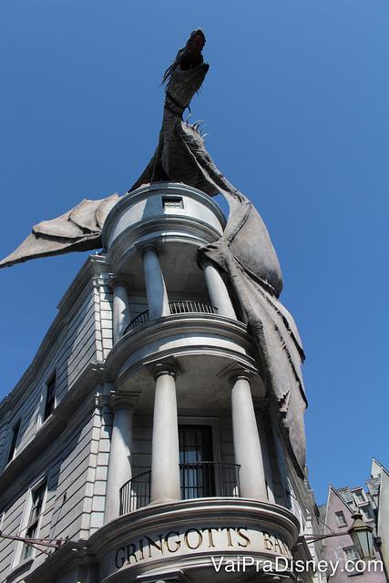 Gringotts ou Gringotes em português é o banco bruco que simboliza a área do Harry Potter no Universal Studios.