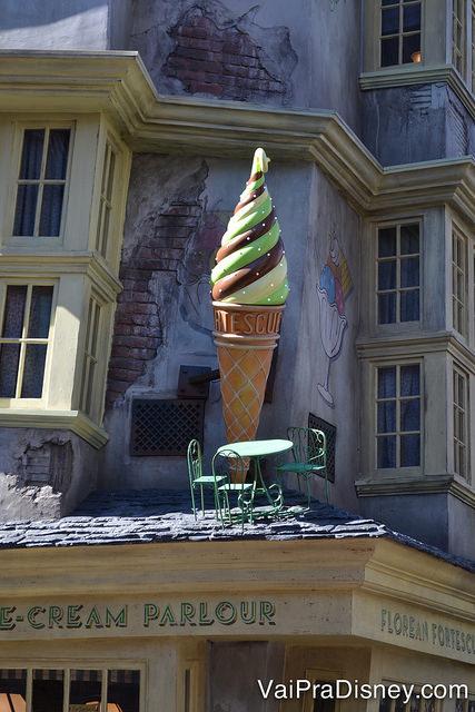 Detalhes do lado de fora da sorveteria.