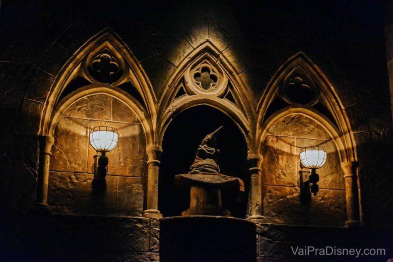 Se fizer o tour pelo castelo, você pode até ir com sua máquina na mão e tirar algumas fotos. O ambiente é escuro, mas até que algumas fotos saem boas! Quando o tour terminar, é só pedir que eles te deixam ir até o chapéu seletor para uma última foto!