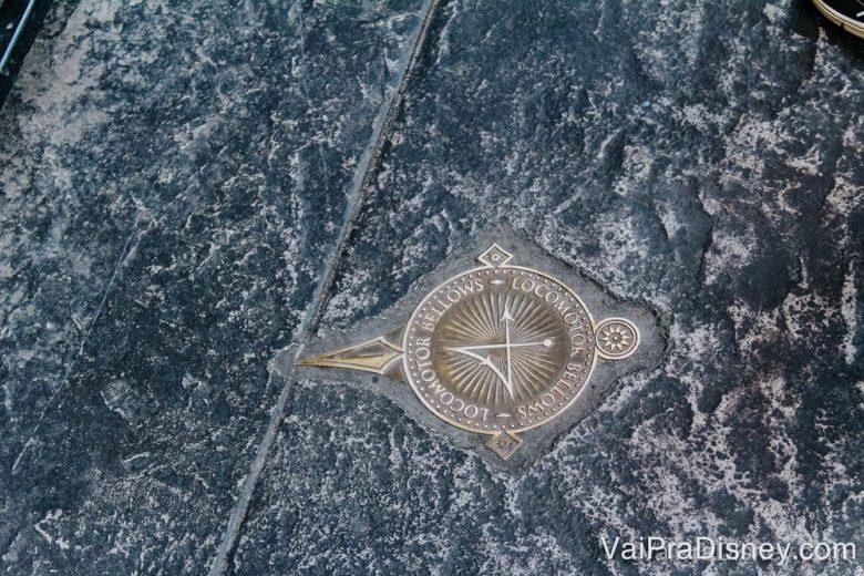 Símbolo para fazer o feitiço no chão do parque. Demorei um século para conseguir, mas tudo bem, deu tudo certo!