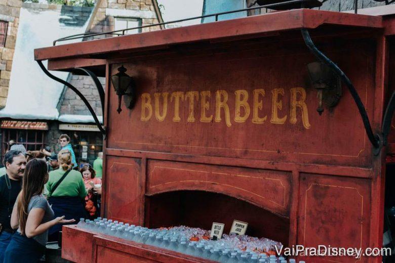 Carrinhos para comprar cerveja amanteigada.
