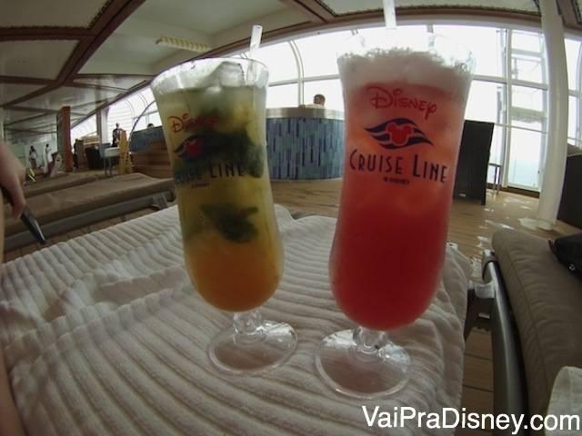Drinques esporádicos enquanto tomamos sol na piscina. É pago à parte no cruzeiro, mas de vez em quando, vale a pena.