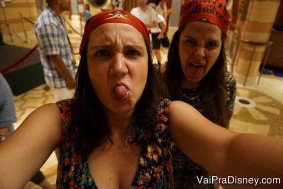 Bia e eu na festa pirata do navio. ;)