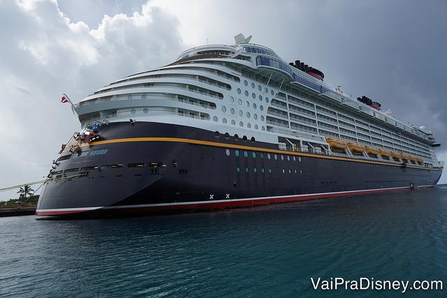 Foto do navio de cruzeiro da Disney, o Disney Dream, que faz o trajeto das Bahamas