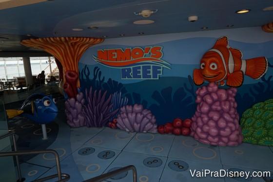Playground molhado do Nemo que espirra água nas crianças. As menorzinhas se divertem pra caramba!