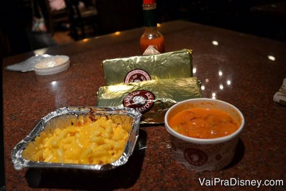 Sanduíche, mac 'n cheese e sopa de tomate do Earl. Tudo é bom, mas a sopa é a melhor parte para mim!