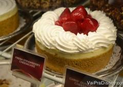 Os famosos cheesecakes da Cheesecake Factory podem ser saboreados nesse shopping, onde fica a única unidade dessa rede em Orlando.