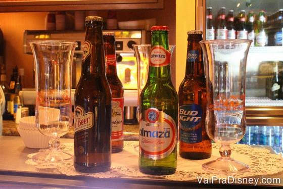 Foto de diversas opções de cervejas, para quem quer fazer o Drinking Beer Around the World.