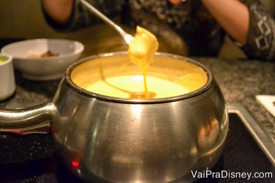 Zoom no fondue de queijo.