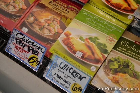 Exemplo de comida boa e barata: frango a parmegiana para 2 pessoas por menos de 7 dólares.