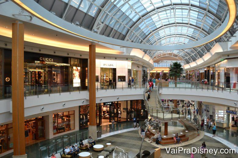 Não se assuste com as lojas de marcas caríssimas no Mall at Millenia, porque ali tem lojas para todos os gostos e bolsos.