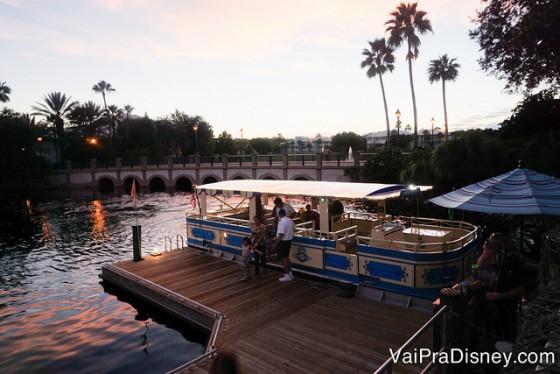 Foto do barco que sai do hotel e vai para o Disney's Springs.