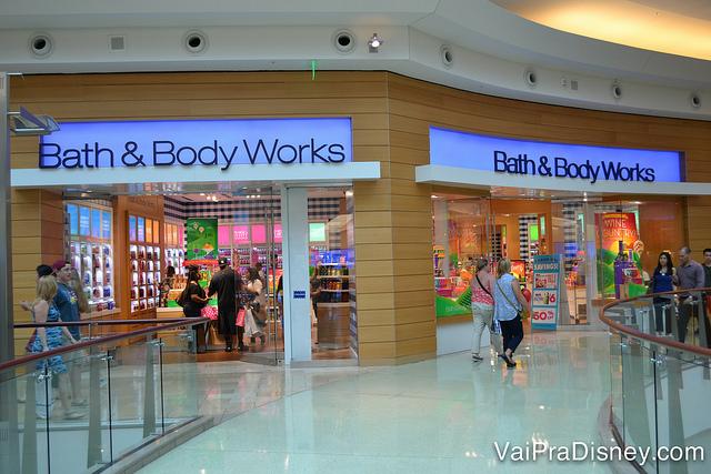 93b4f042140 Uma das muitas lojas de cosméticos nesse shopping.