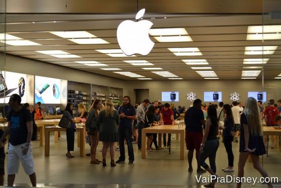 A Apple sempre cheia e vendendo iphone que nem água.