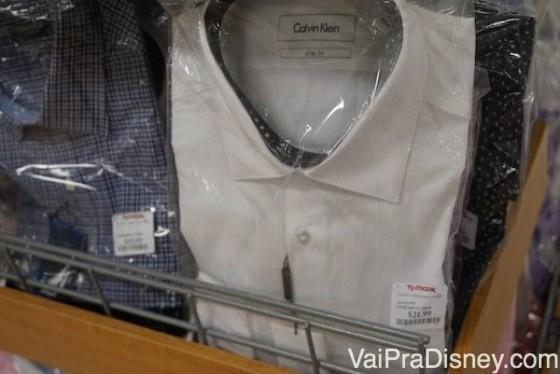 Os homens também encontram roupas baratas aqui!