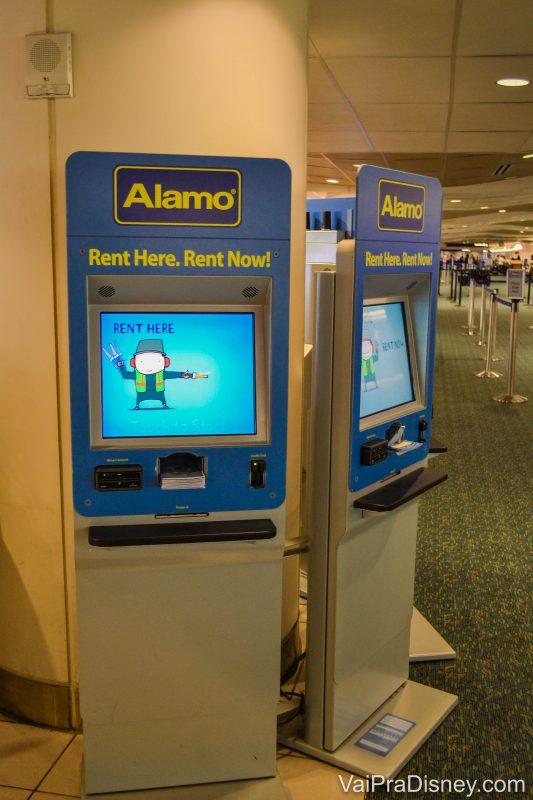 Totem de atendimento da Alamo no aeroporto de Orlando. Sem interagir com ninguém e em português.