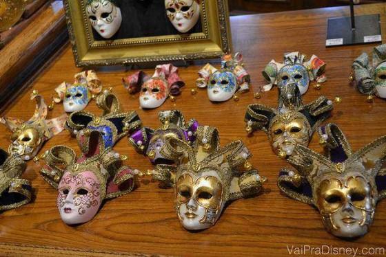 Máscaras venezianas na loja da Itália