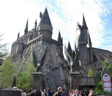 Castelo de Hogwarts que abriga a principal atração do Islands of Adventure