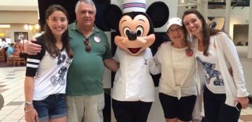 No Chef Mickey's com a família toda