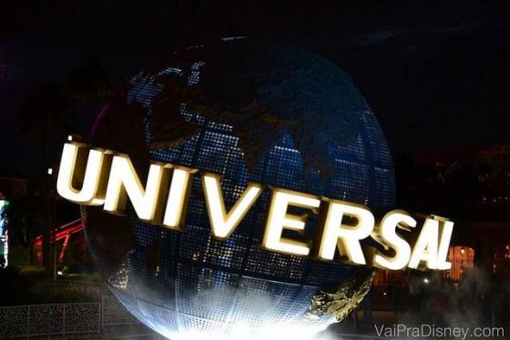 Globo da Universal a noite