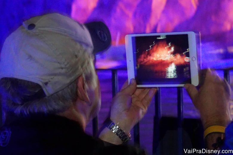 Não assista pelo celular ou tablet o que é muito mais bonito ao vivo!