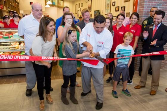 Buddy, família e equipe na inauguração da loja. Com certeza, vai ser um sucesso!