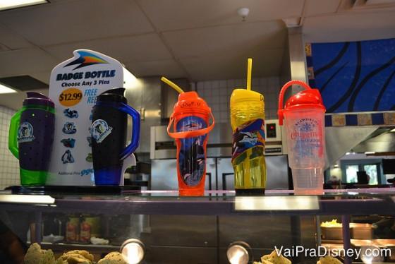 Foto das opções de copos com refil grátis dentro do All Day Dining Deal