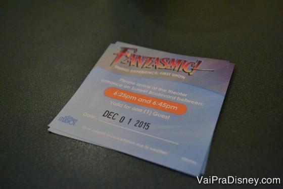 Foto do voucher do Fantasmic Dinner Package, com data e horário, que dá acesso ao Hollywood & Vine