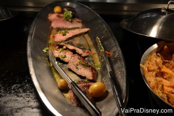 Foto da carne com vários temperos no buffet do Hollywood & Vine