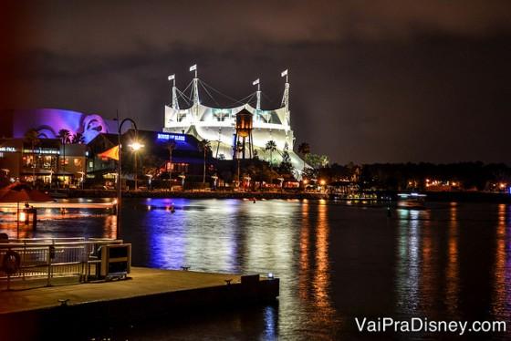 Foto da vista da mesa que escolhemos, para o Cirque du Soleil e o lago