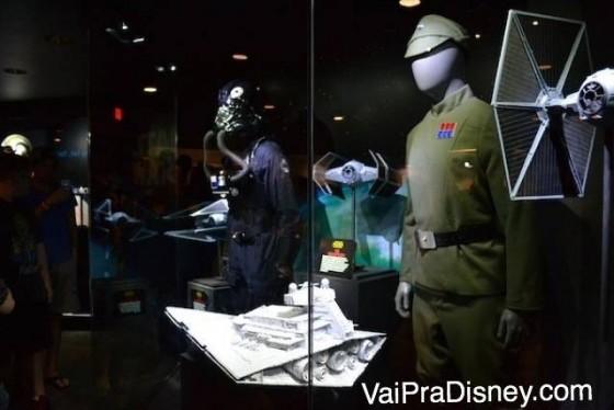 Roupas de personagens de Star Wars  na exposição de itens dos filmes