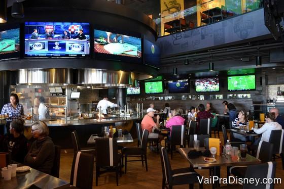 Foto do NBC Sports Grill & Brew por dentro.