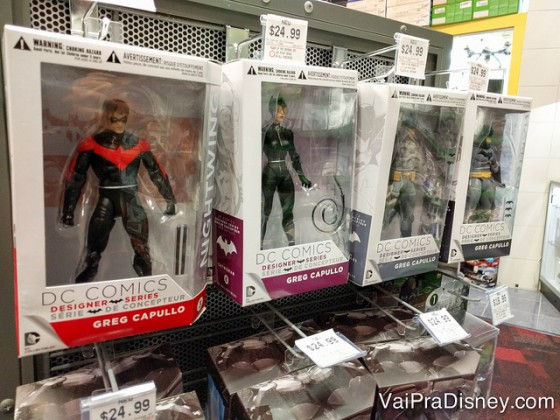 Foto de diversos action figures da D.C. Comics nas caixas