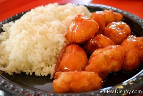Foto do franguinho com mel e pimenta do fast-food do pavilhão da China, no Epcot.