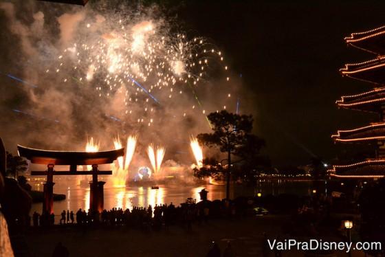 100 dicas em 100 dias: Foto do show Illuminations visto da varanda do Japão no Epcot