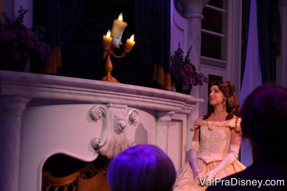 Foto da Bela durante a atração Enchanted Tales with Belle.
