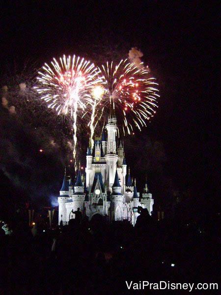Por mais lindo que seja ver o show de fogos de Halloween, o Wishes tradicional também é imperdível!